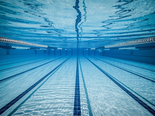 swimming-pool-lanes-underwater_105513